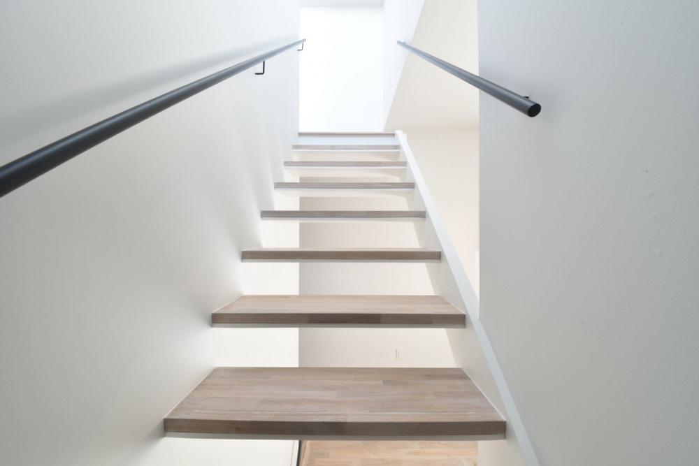シェアハウスZEZE大阪の素敵過ぎる階段
