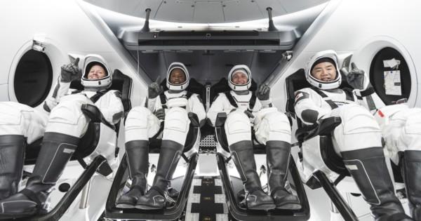 国際宇宙ステーションはシェアハウス?!民間有人宇宙船クルードラゴン成功!