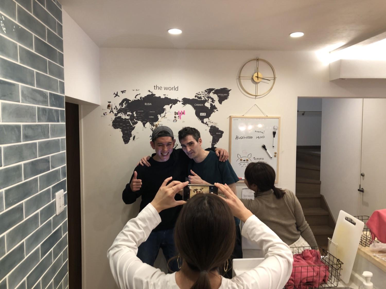 大型シェアハウスSEN OSAKAに世界地図がきたよ!