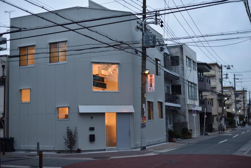 ENTRANCE/玄関01|TESENのシェアハウスZEZE大阪