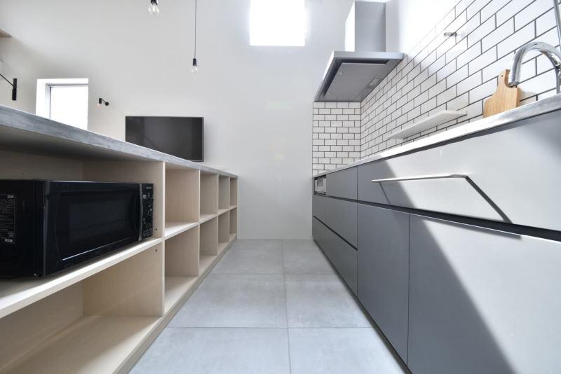 04KITCHEN & COUNTER / キッチン&キッチンカウンター|TESENのシェアハウス ZEZE 大阪